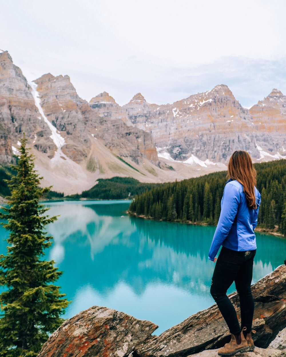 Best time to get to Moraine Lake
