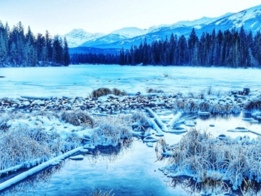 Frozen Lac Beauvert in Jasper National Park