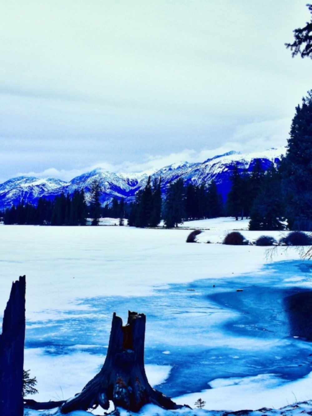 So many stunning winter walks around the lakes in Jasper National Park